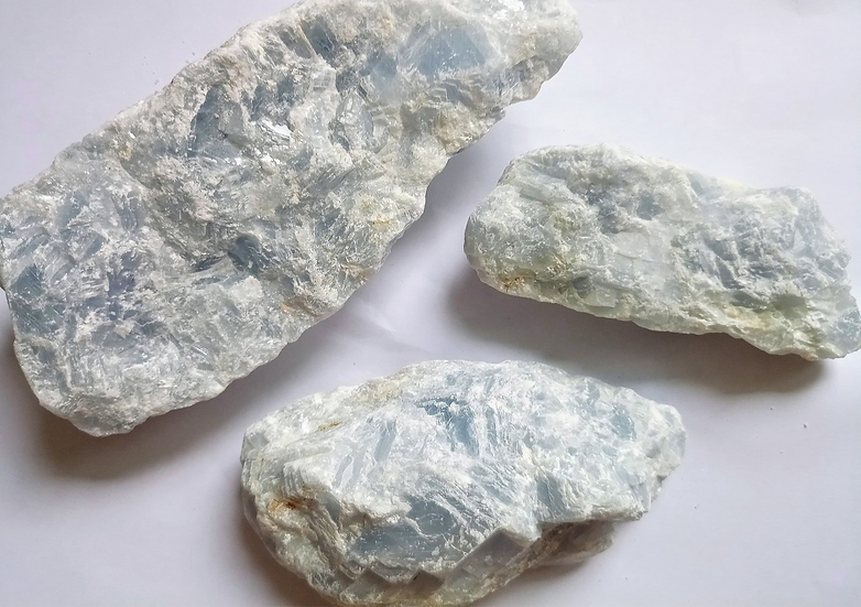 Morceau de calcite bleue brute