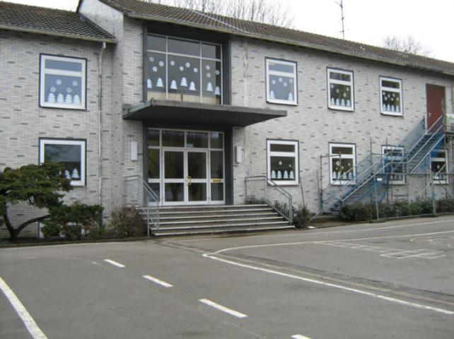 Grundschule-Hülsdonk-Haupteingang-West-v