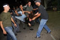 אלימות נגד מפגינים