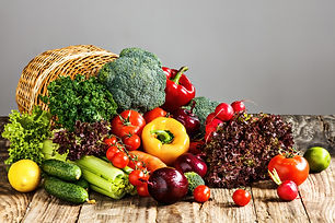 vegetables-from-basket-wooden-table_1550