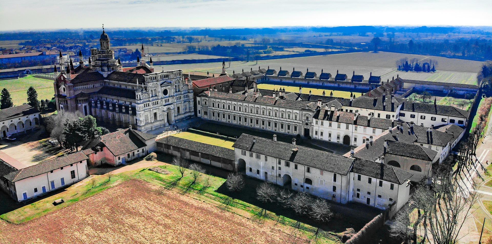 Certosa di Pavia vanuit de lucht
