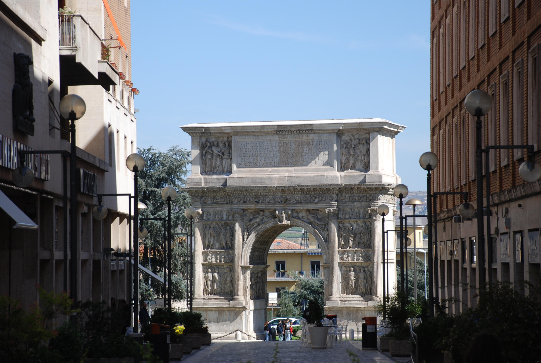 Boog van Trajanus in Benevento
