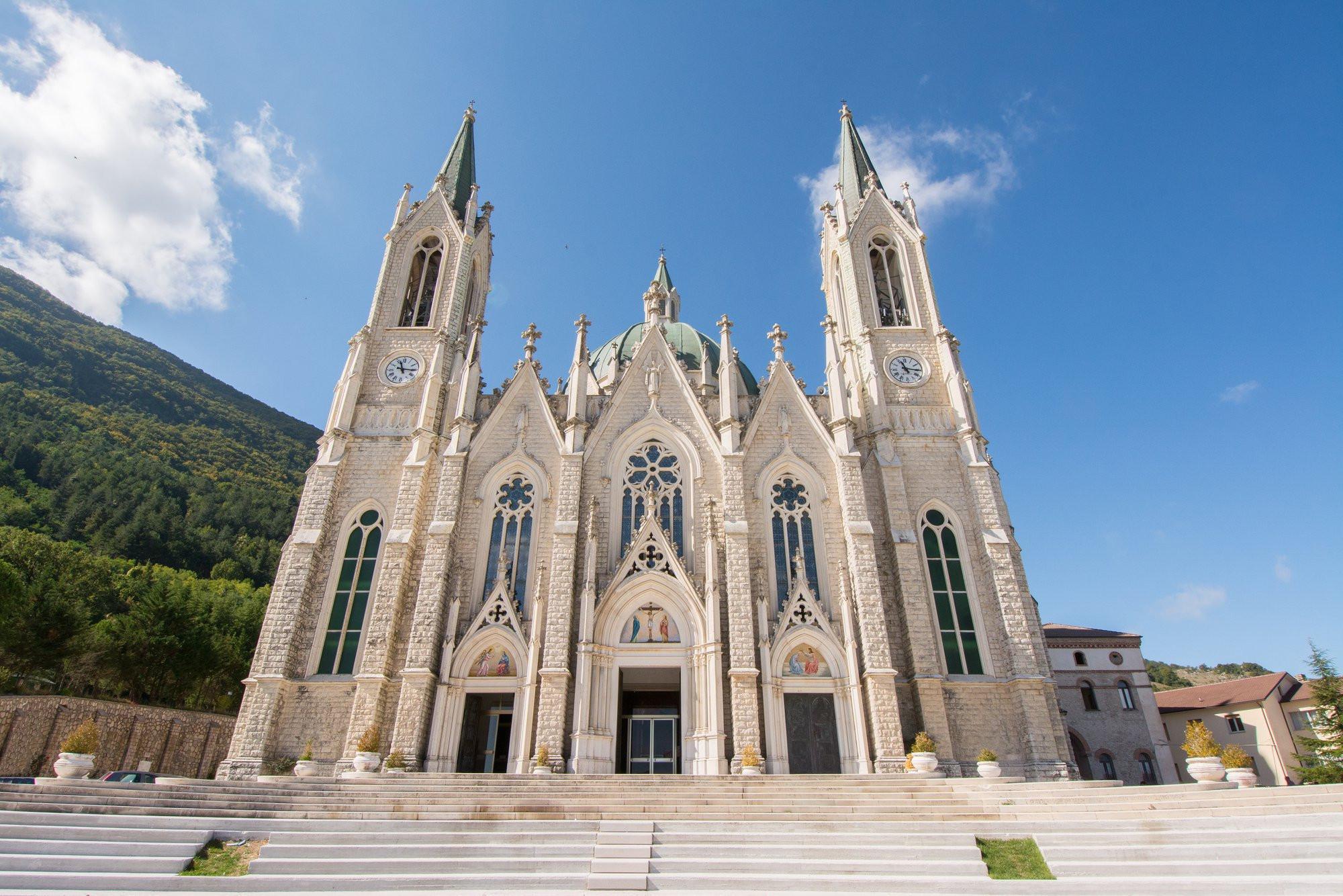 Schitterende Basiliek in Castelpetroso