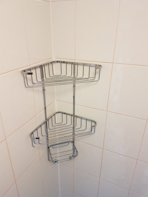 Shower shelving unit