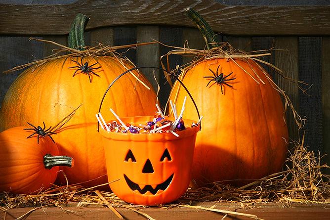 Halloween Safety Myths Halloween Candy Bucket, halloween safety myths, halloween truths, trick-or-treat safety, trick-or-treat myths
