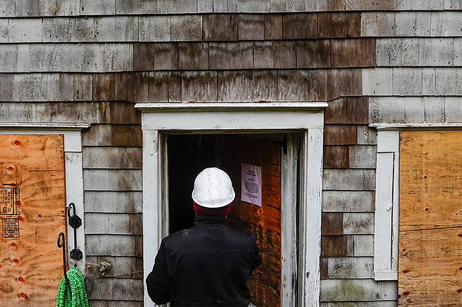 inspecting burnt building, fire damage repair and restoration, fire damage restoration steps, professional fire damage restoration, fire damage repair, smoke damage repair, smoke damage restoration