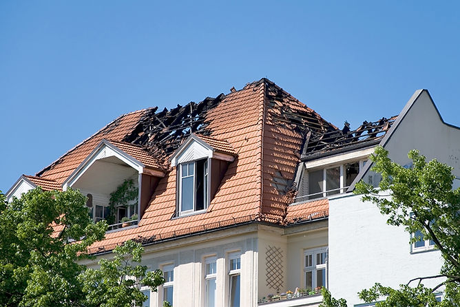 burnt house roof, fire damage repair and restoration, fire damage restoration steps, professional fire damage restoration, fire damage repair, smoke damage repair, smoke damage restoration