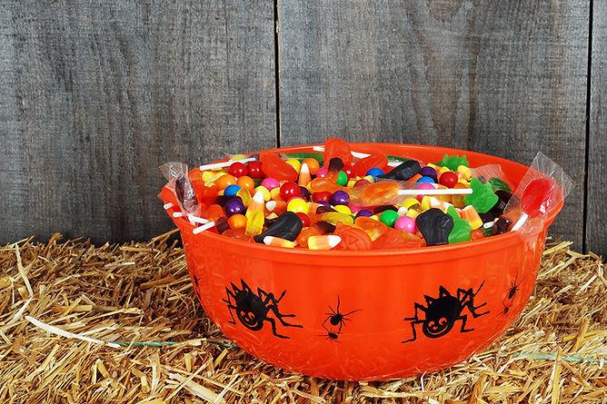 Halloween Safety Myths Halloween Candy Bowl, halloween safety myths, halloween truths, trick-or-treat safety, trick-or-treat myths