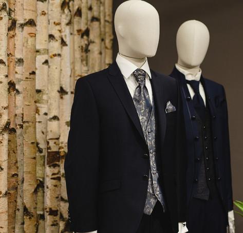 Elegante Anzüge, Kravatten, Accessoires, Fliegen, Einstecktücher
