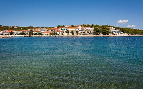 Stadt und Meer in Betina, Murter Kroatien. Apartment mieten