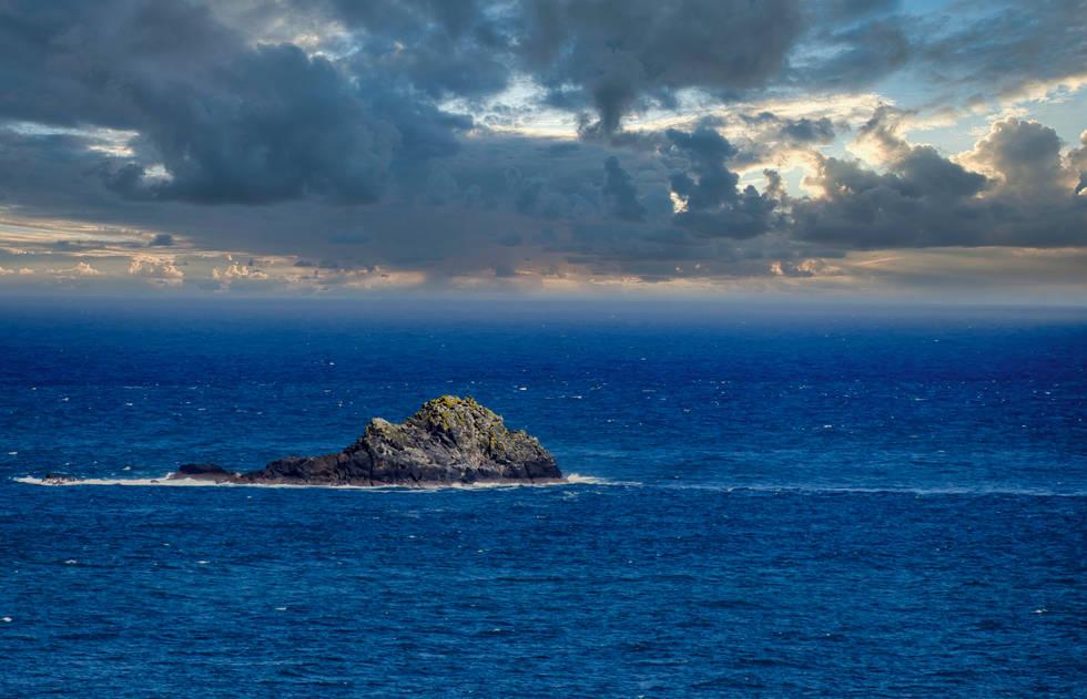 Saint Ives UK Off Coast.jpg