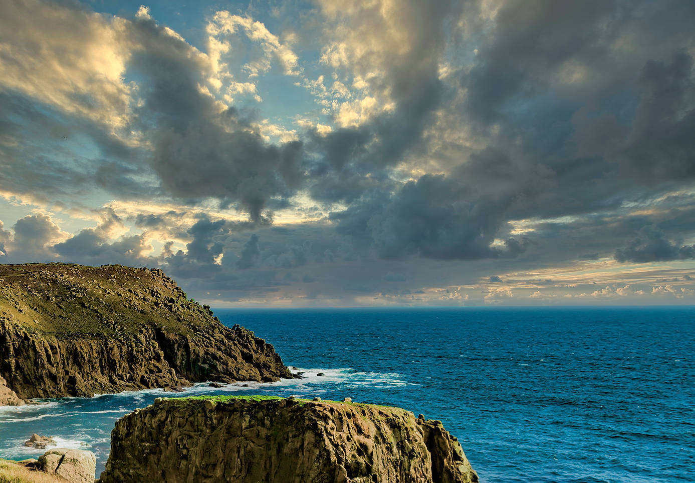 praa sands UK Off Coast-3.jpg