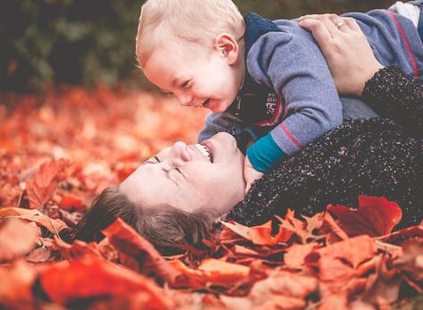 Mommy & Me - lebendige Mama-Kind-Fotos im Herbst