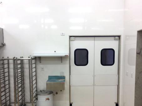 Portas de ABS da Imperial, na cozinha do parque aquático Hot Beach - Olímpia