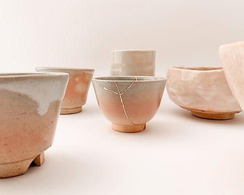 Kintsugi in oro vero rosa su ceramica giapponese antica