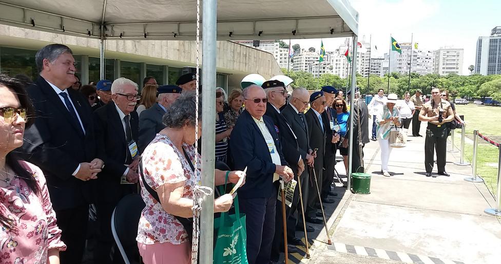 Veteranos da FEB assistem à encenação