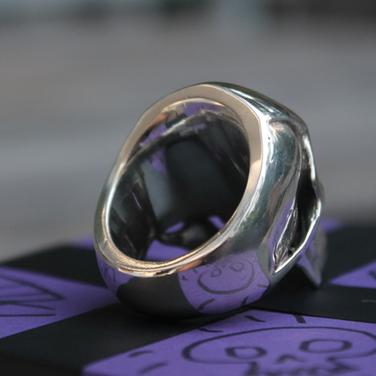 solid-backed skull ring