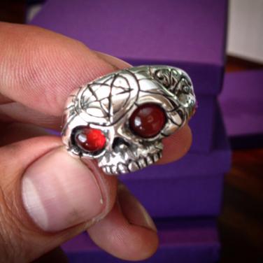 red eyed skull ring