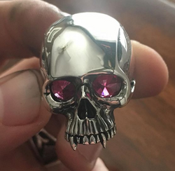 king skull with stones