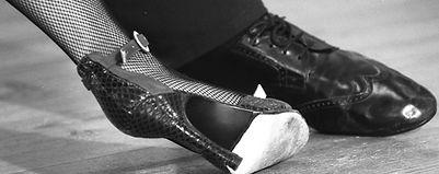 Chaussures, vêtements, écharpes de portage