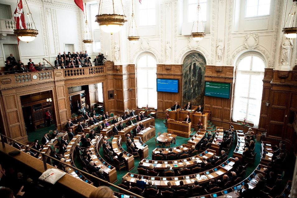 Españoles Dinamarca Mujer Parlamento Copenhague Coronavirus Mette