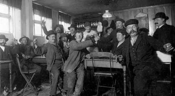 Españoles Dinamarca Copenhague bares alcohol alcoholismo jóvenes beber