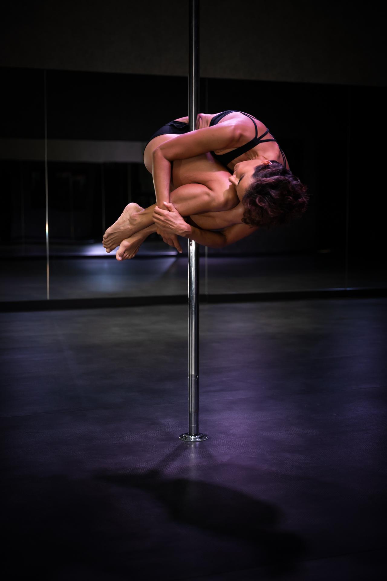 Cécile, accro à la pole dance