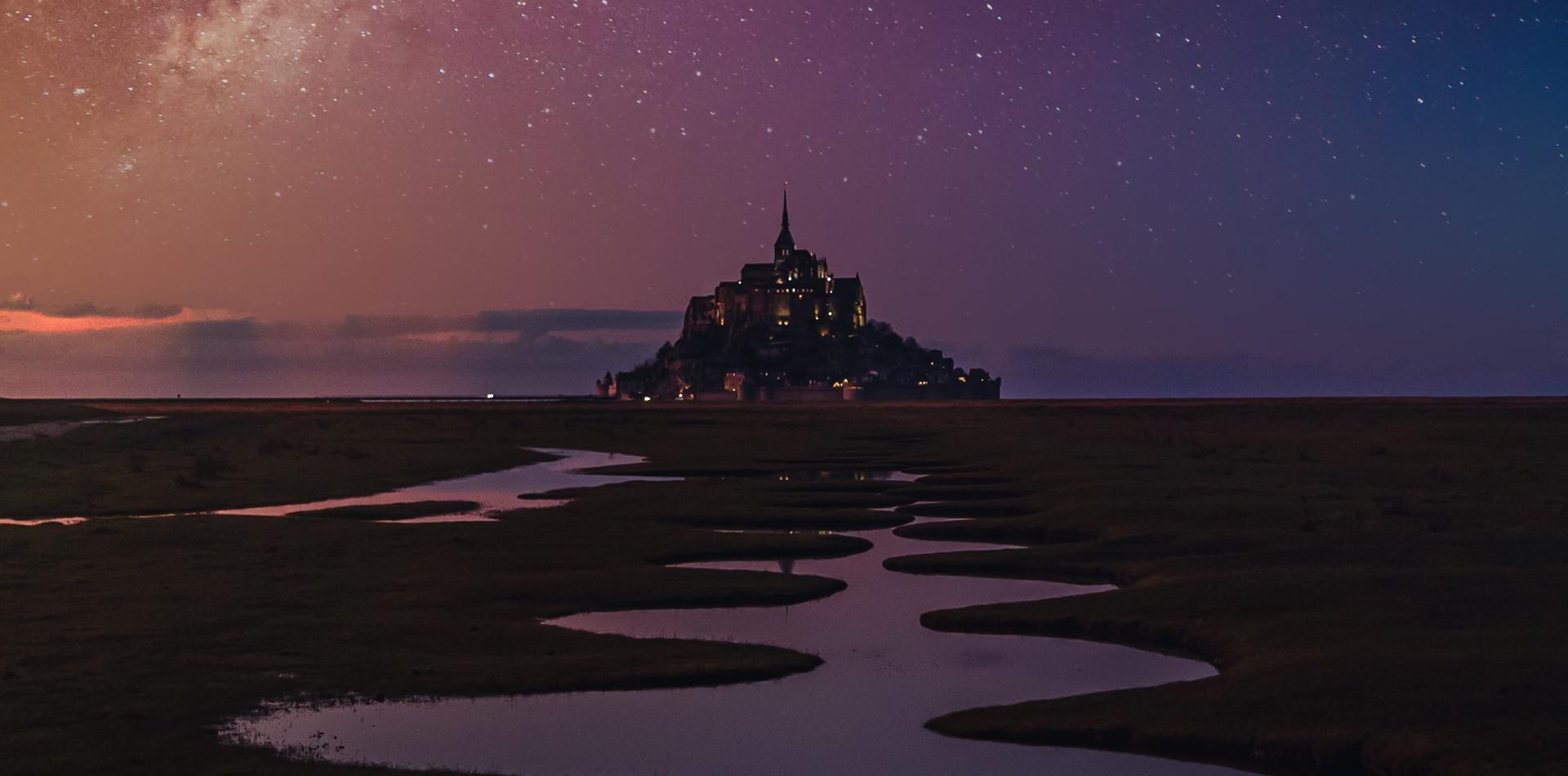 Le Mont Saint-Michel de nuit.jpeg