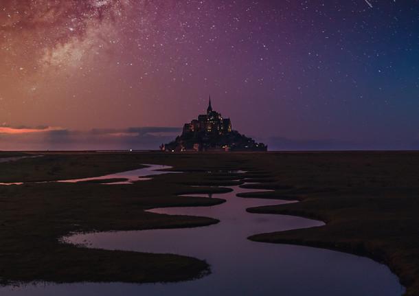 Le Mont-Saint-Michel sous la Voie Lactée