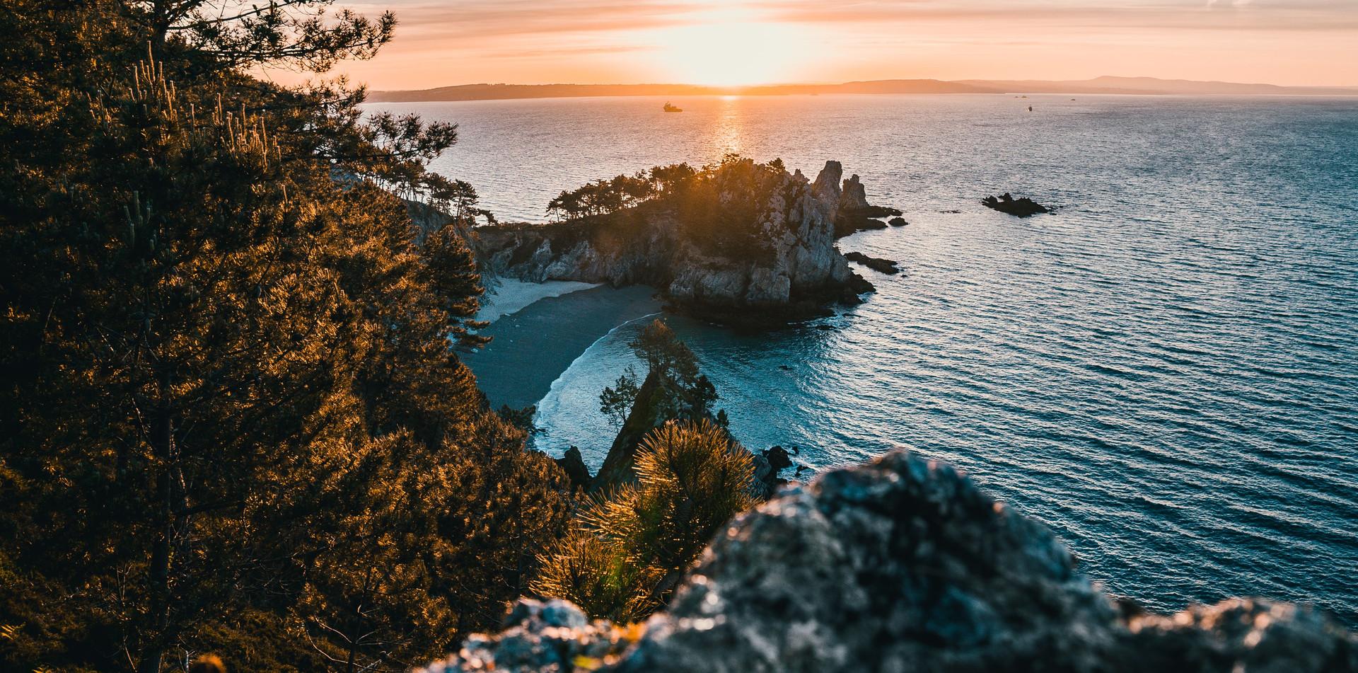 Plage de l'Île Vierge à Crozon.jpg