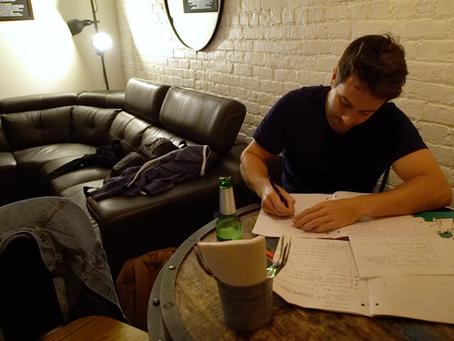 Alexandre écrit son 3e one-man show!