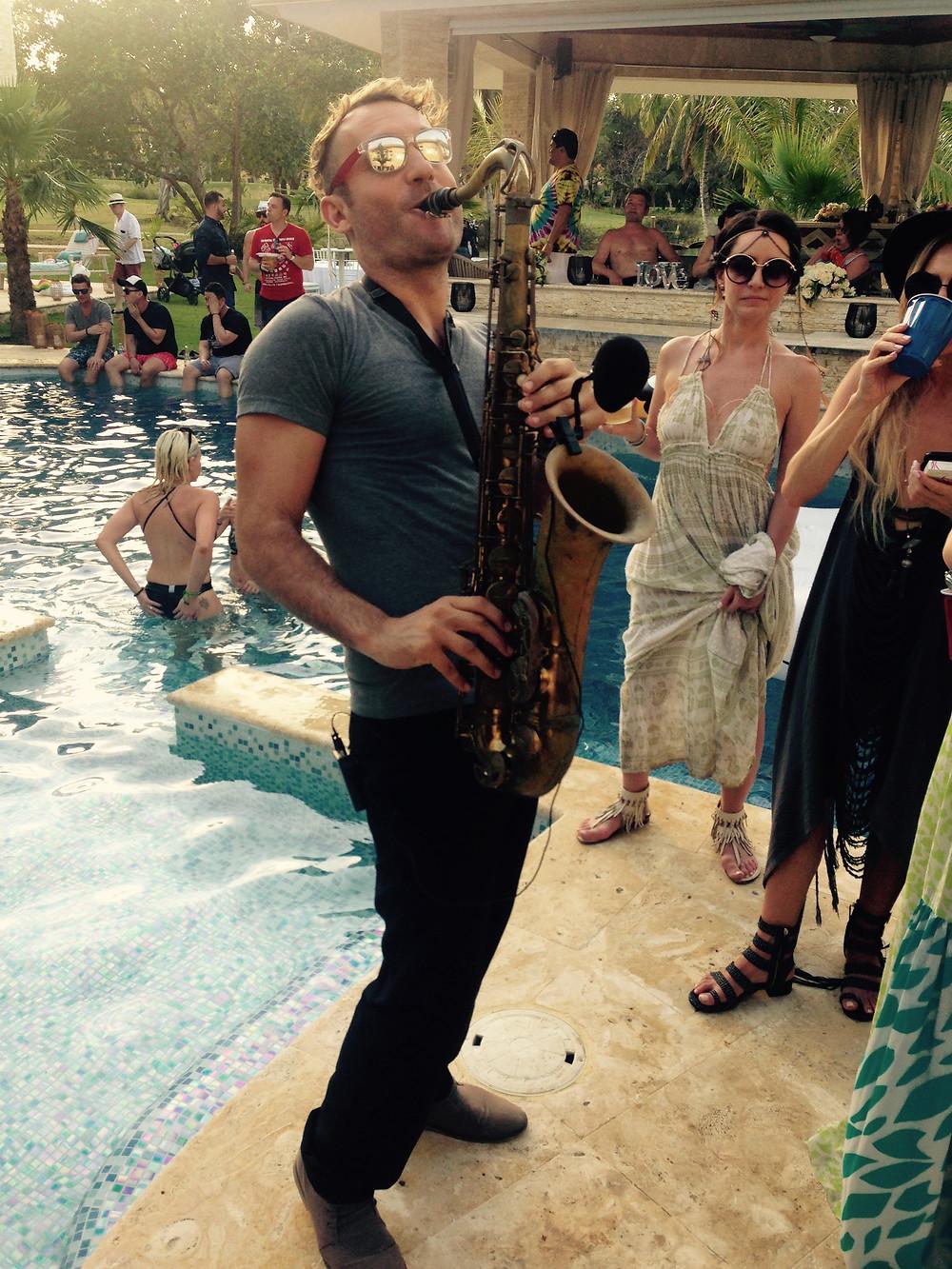 Villa Coral House Party saxophone (Cocotal)