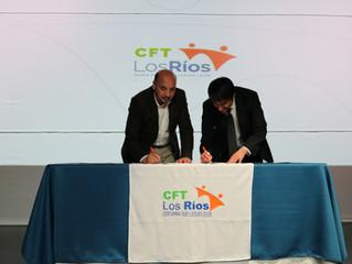 Alcalde firmó convenio de cooperación con CFT Estatal Los Ríos