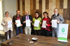 Alcalde Pinuer firma contrato que dará inicio al recambio de luminarias led en el sector Centro