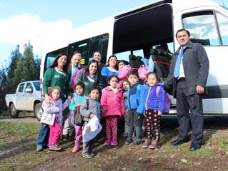 Gestiones de alcalde Aldo Pinuer permiten habilitar furgón escolar para sector de Folleco