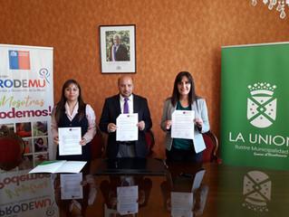 Alcalde firma convenio por tres años con Prodemu