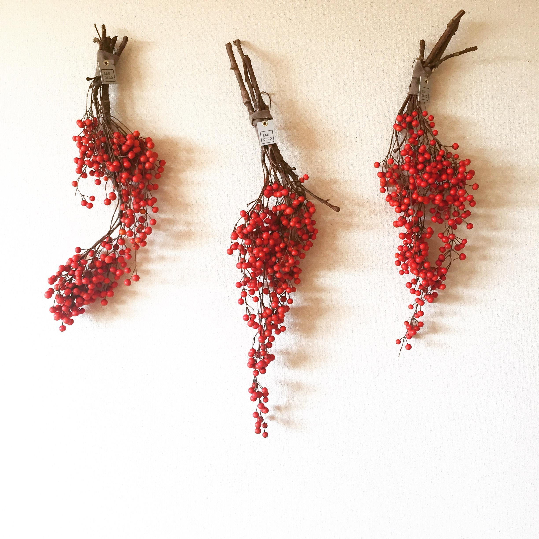 赤い実の壁飾り