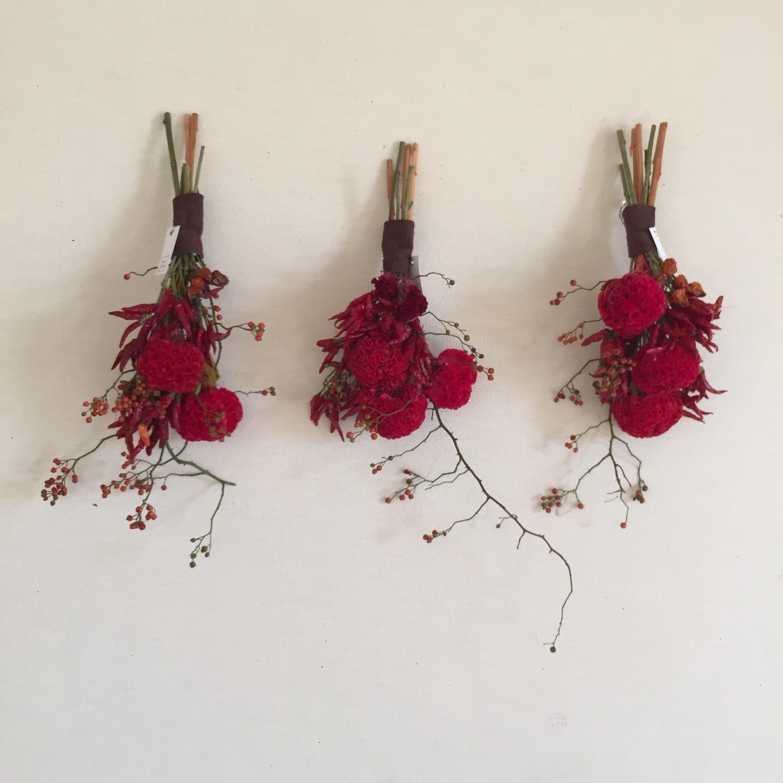 赤い壁飾り