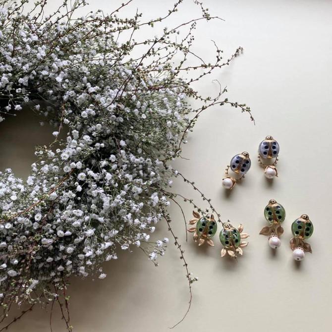 花飾りと耳飾り