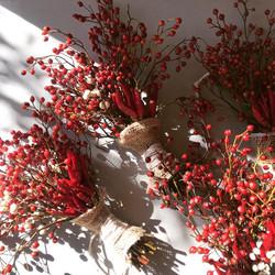 野バラの実の壁飾り