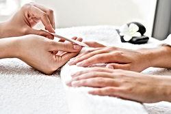 Votre institut de beauté sans complex St Pryvé St Mesmin orleans 45 loiret main ongles soin manucure vernis massage