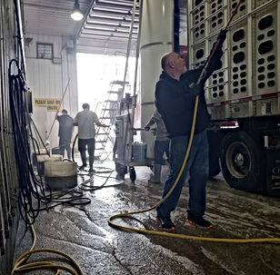Exterior wash - Aluminum Brightner - Acid Wash - Truck Wash - Deluxe Truck Stop - St. Joseph, MO