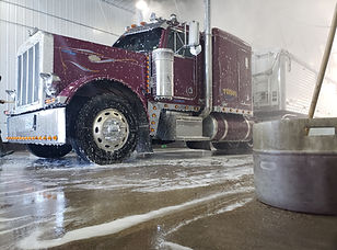 Deluxe Truck Stop - St. Joseph, MO Exterior Truck Wash - Tractor Wash - Truck Stop Missouri