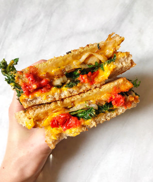 HARISSA, CARAMELIZED ONION, KALE & CHEDDAR GRILLED CHEESE (WITH DAIYA FOODS)