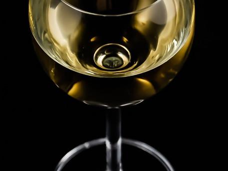 White wine intake influences risk of melanoma