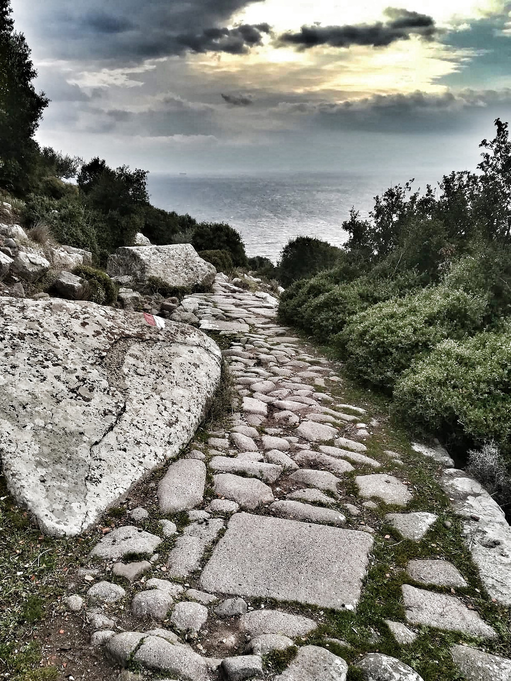 The ancient walking trail between Troy and Assos is waiting for hikers, either daily tours or 120 kilometers.