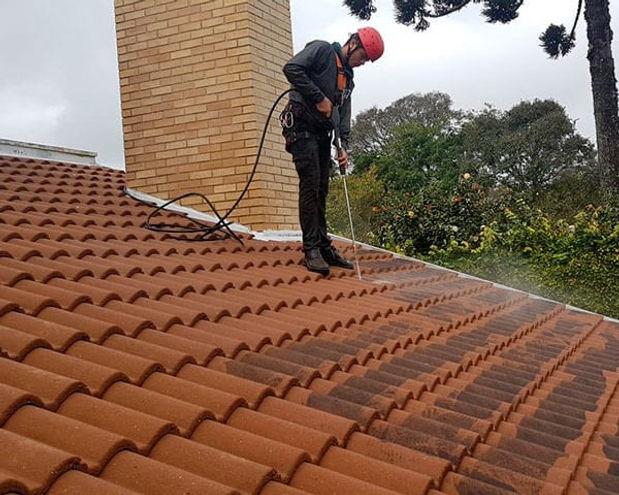 limpeza-de-telhado-em-curitiba.jpg