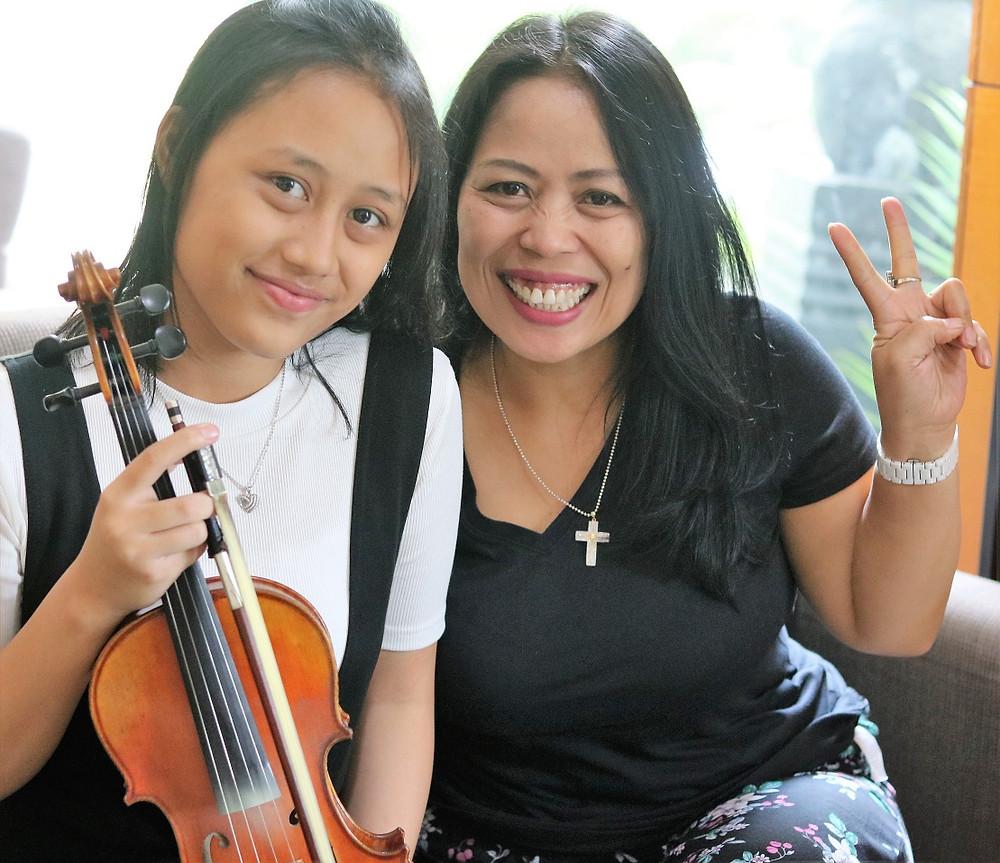 Irene murid dari Swara Harmony Music School mengikuti ujian biola grade 6 abrsm