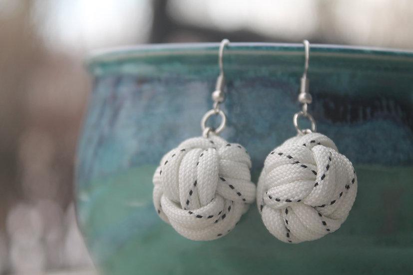 M.F. Earrings in black/white