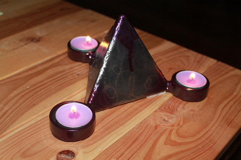 Tetrahedron shaped tealight holder